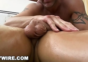 GAYWIRE - Hot Masseuse Grain Michaels Gets Fucked By His Dispirited Client Kevin Crows