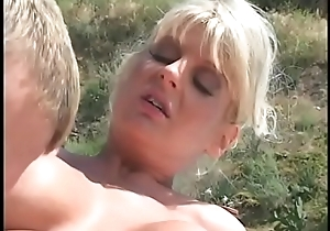 Pool boy receives a conscientious cock engulfing by the slutty fair-haired Vicki Vogue outdoors