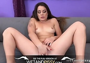 Wetandpissy - Closeup XXL love tunnel pissing